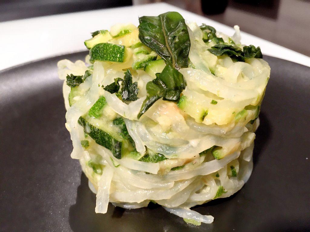 Shirataki ZenPasta con sugo alle zucchine - Claudia Casanova